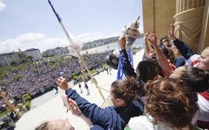 Pedro Sánchez visita hoy a las campeonas de Copa en Anoeta