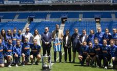 Pedro Sánchez visita a las campeonas de la Real