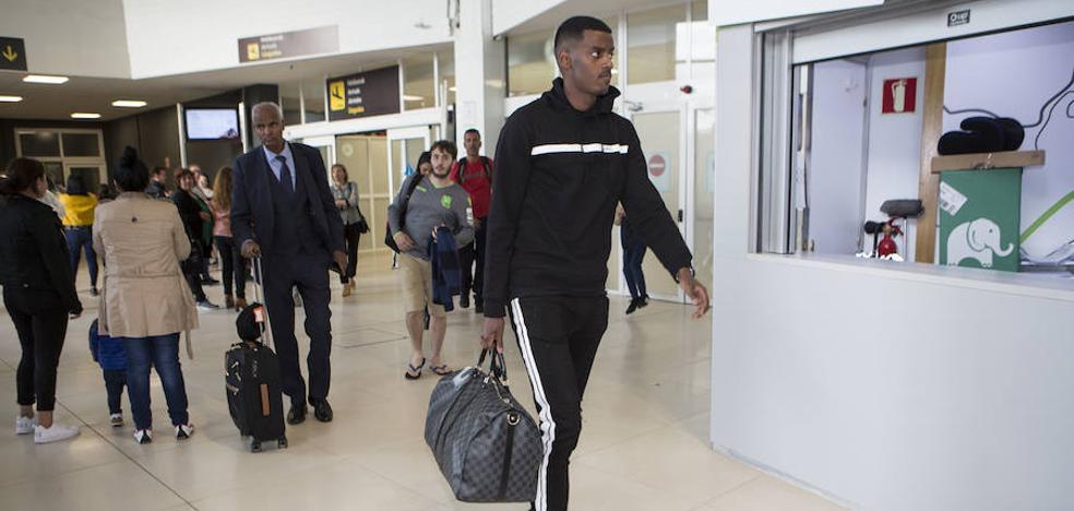 Alexander Isak ya está en San Sebastián para fichar por la Real Sociedad