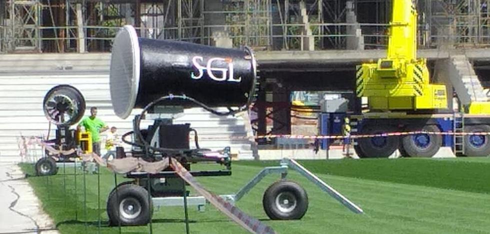 Ventiladores gigantes para mimar el césped de Anoeta