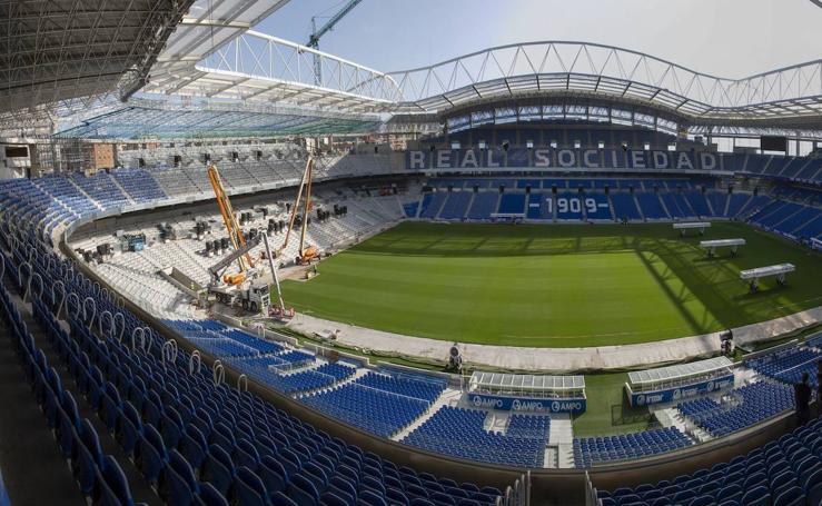 Los nuevos asientos llegan al estadio de Anoeta