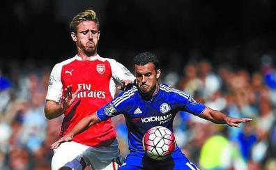 Real y Arsenal acercan posturas por Monreal