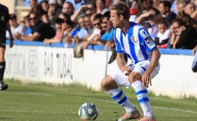 Monreal debuta como lateral izquierdo en el empate de la Real ante el Alavés en Tafalla