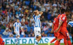 Real Sociedad - Getafe: la roja a Llorente fue una losa muy pesada