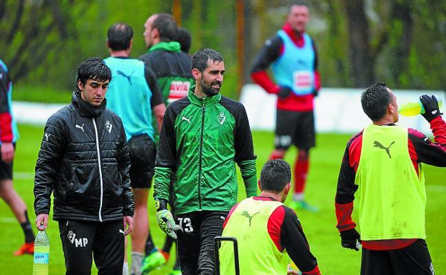 Riesgo, Ramis y Escalante son los jugadores que más tiempo llevan en el Eibar