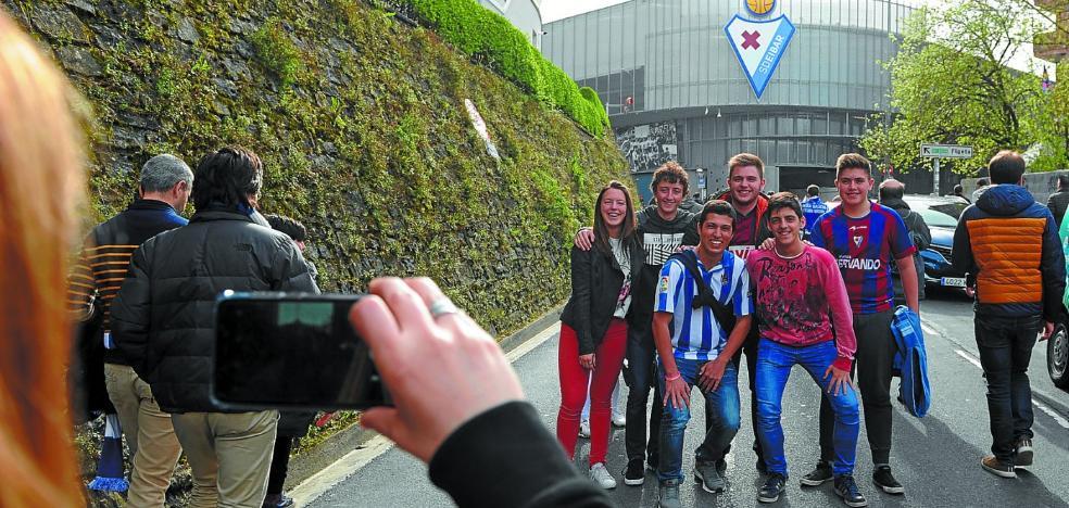 La afición quiere llevar en volandas al Eibar para sumar su primera victoria