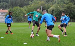 Diop, De Blasis y Cucurella, entre los convocados para medirse ante el Atlético de Madrid