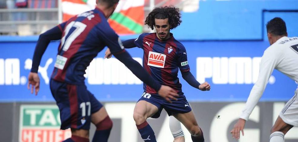 Cucurella: «Va a ser un partido especial, es la primera vez que me enfrento al Barça»