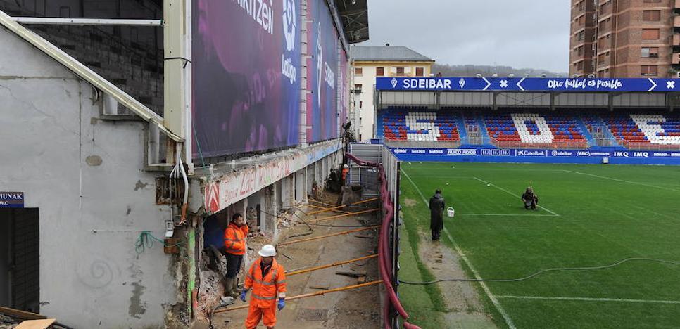 Diputación, Ayuntamiento de Eibar y club firman un convenio para la reforma de Ipurua
