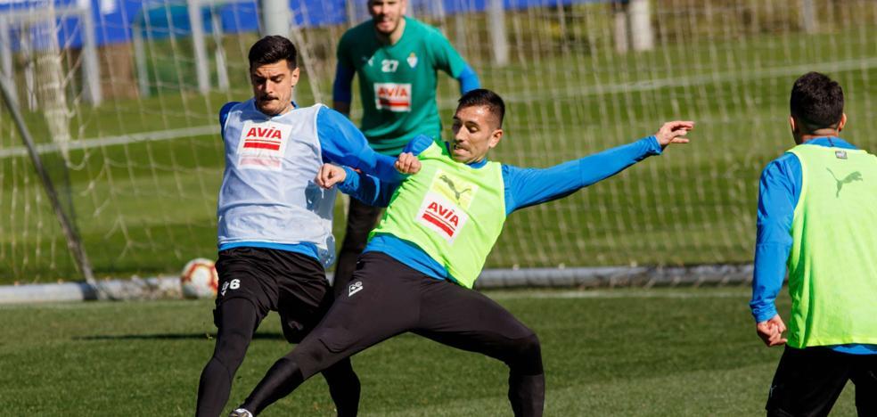 Sergio Álvarez: «Puedo jugar de central en Anoeta porque estamos pocos efectivos»