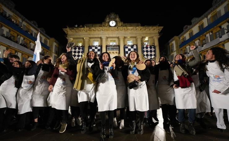 Ambientazo durante la Arriada para despedir la fiesta de San Sebastián