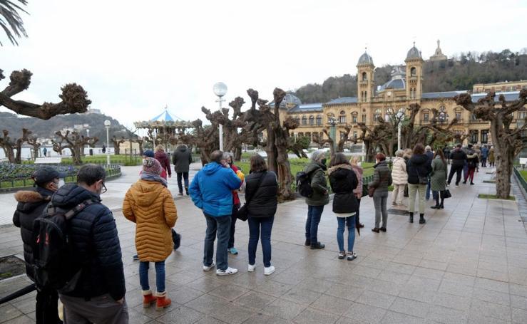 Éxito rotundo del reparto de banderas de San Sebastián