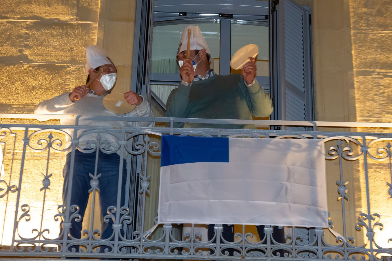 La marcha, en los balcones