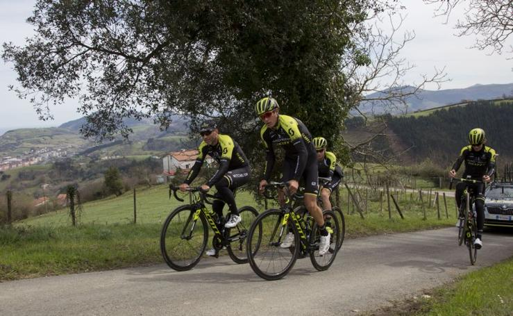Puesta a punto antes del comienzo de la Vuelta al País Vasco