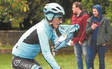 Pello Bilbao: «He tenido que variar la trazada y me he ido al suelo»