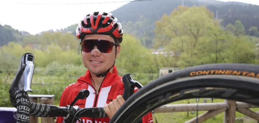 Marc Hirschi: «Da pena no poder lucirel maillot arcoíris sub 23, pero hace mucha ilusión debutar en el World Tour»