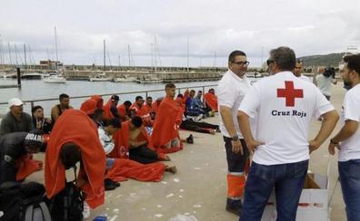 Rescatadas 145 personas en dos pateras llegadas a Cádiz
