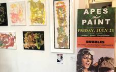Exponen los cuadros del chimpancé de Michael Jackson