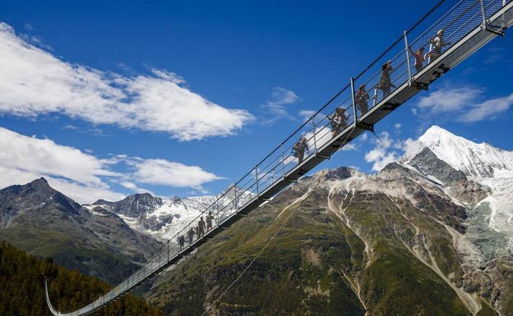 Así se camina por el puente peatonal más largo del mundo