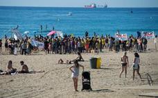 Vecinos de la Barceloneta toman la playa contra el turismo «incívico»