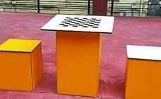 El Ayuntamiento instala un tablero de ajedrez en Olaeta