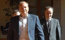 El PSOE ficha a un exasesor de Monago como consultor político externo