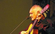 La parroquia debarra se llenó para el espectacular concierto de Amancio Prada