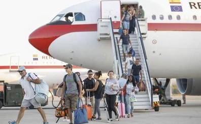 Los españoles repatriados desde San Martín destacan el caos y la inseguridad
