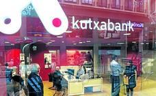 Condenan a Kutxabank a eliminar el cobro por ingresos en efectivo