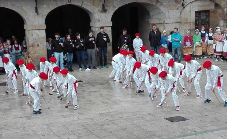 Dantzari Txiki Eguna en Antzuola