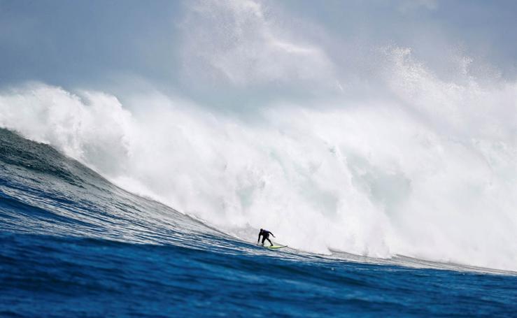 Surf en olas de cinco metros