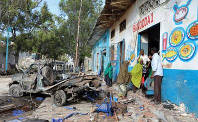 Al menos 17 muertos en el ataque con dos coches bomba contra un hotel de Mogadiscio