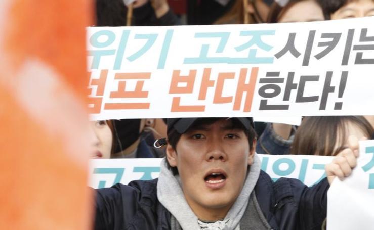 Protesta contra la visita del presidente Trump a Corea del Sur