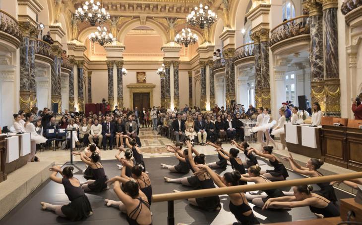 La reina del ballet recibe un homenaje de su ciudad
