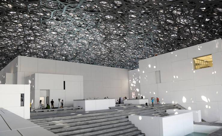 El Louvre Abu Dhabi ve la luz en el desierto