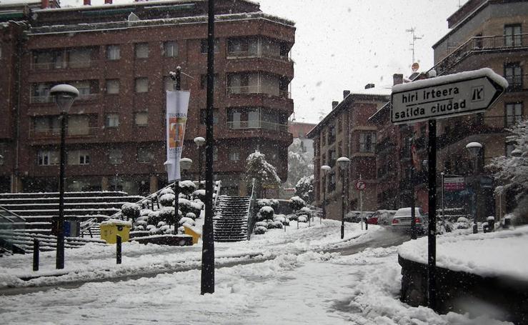 Urretxu y Zumarraga, blancos por la nevada