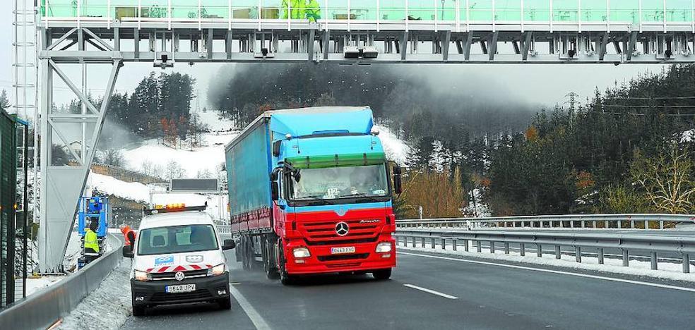 Resultado de imagen de Multas de entre 150 y 150.000 euros para los camiones extranjeros que no paguen en la N-1