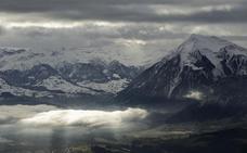 Mueren tres montañeros por aludes en los Alpes suizos