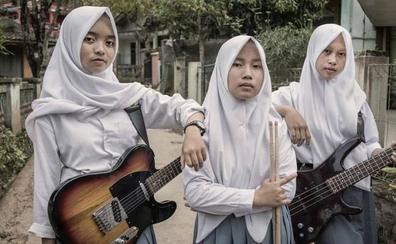 Voice of Baceprot: adolescentes, con velo y consagradas al heavy metal