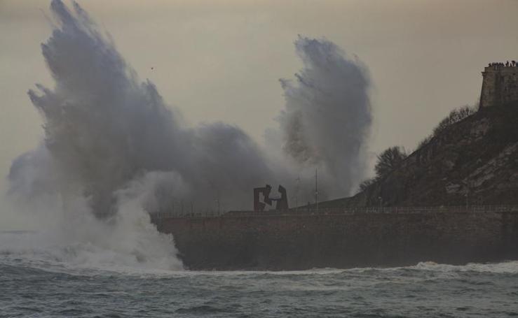 Las impactantes imágenes que dejan las olas