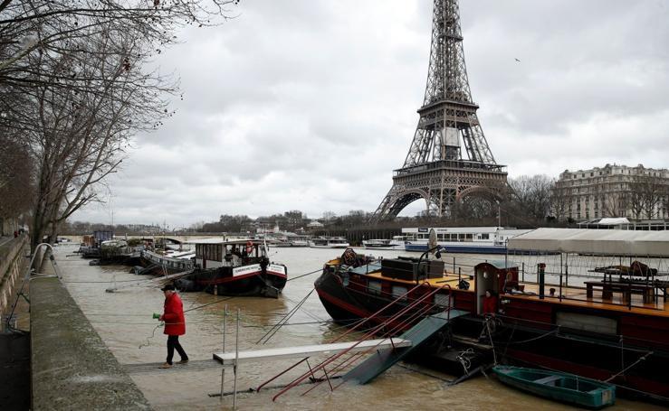 El río Sena se desborda en París