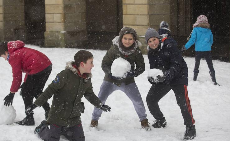 La cara más divertida de la nevada en Gipuzkoa