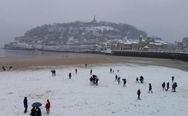 La nieve colapsa San Sebastián