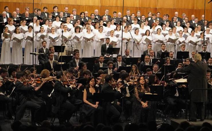 Plácido Domingo dirigió un 'Réquiem' en honor a Pepita Embil