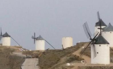Un vendaval causa importantes daños a los históricos molinos de viento de Consuegra