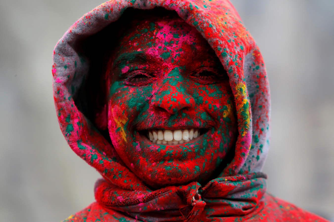 A todo color por el Holi festival