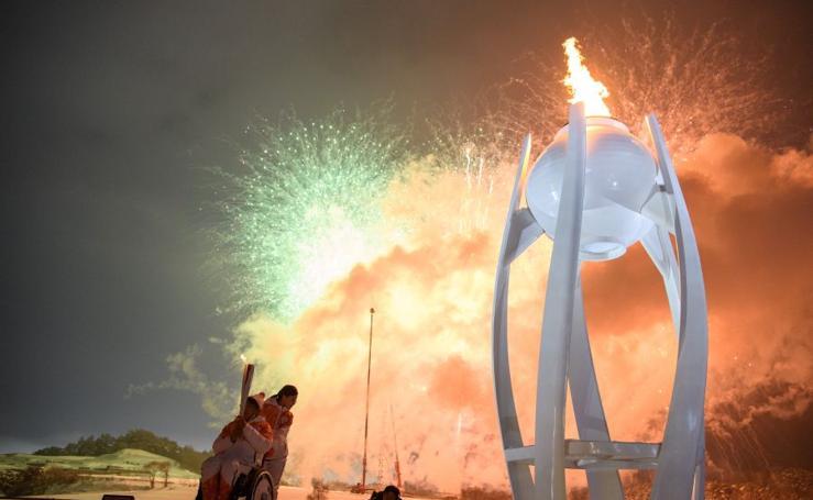 La llama olímpica arde de nuevo en Pyeongchang