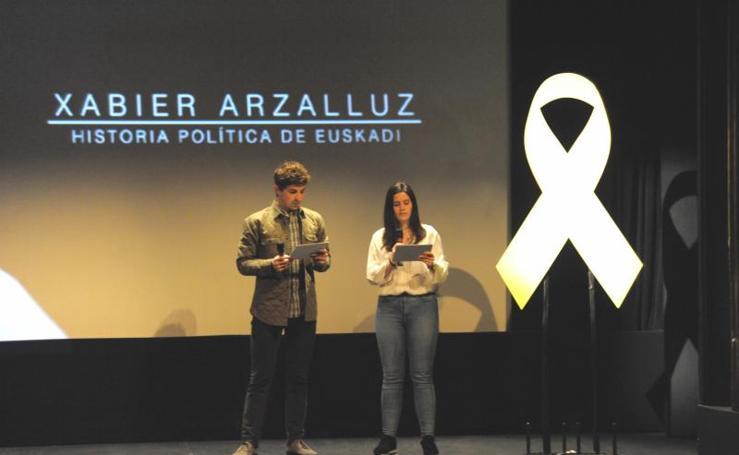 Arzalluz repasa su vida política en un documental rodeado de dirigentes del PNV