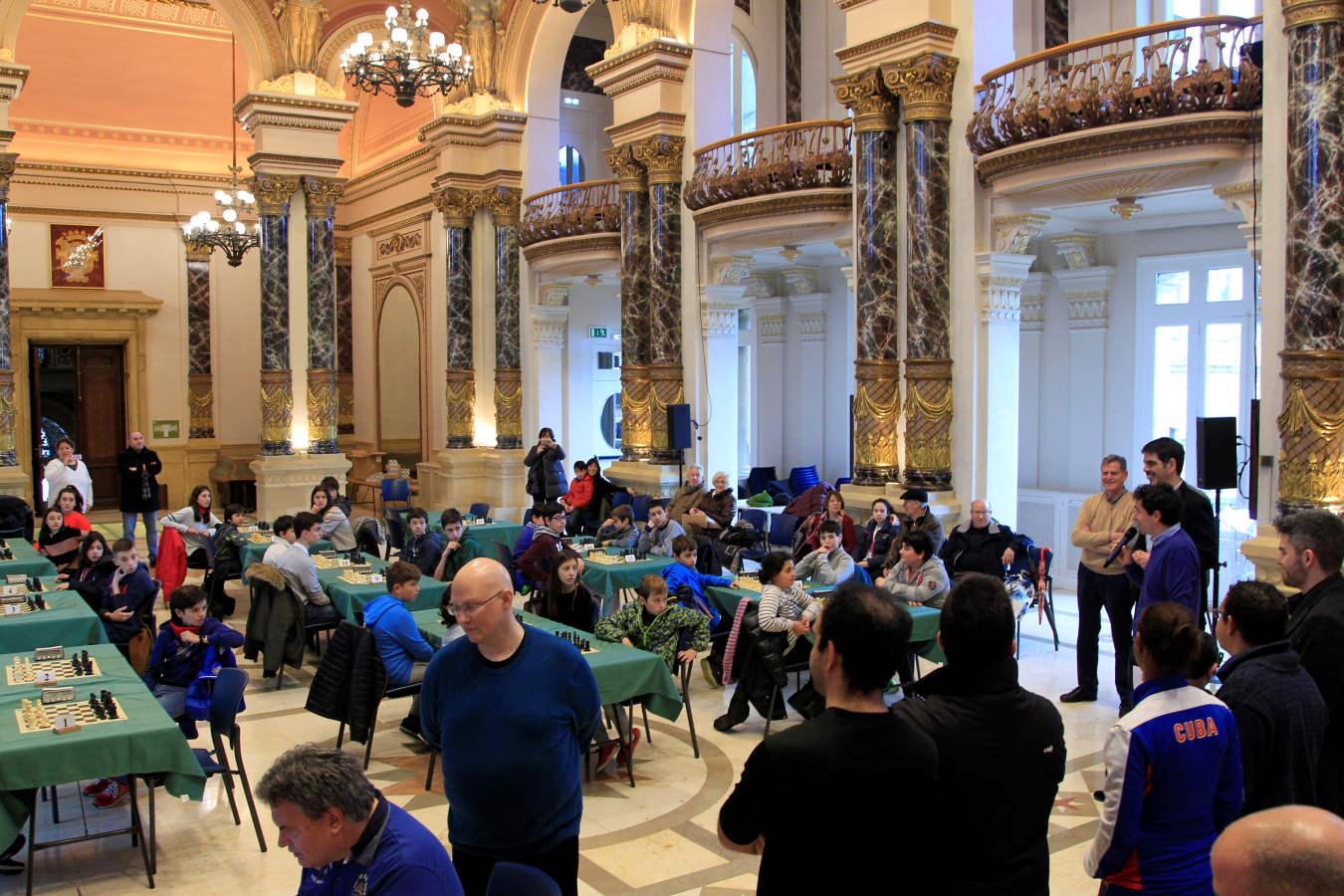 El ajedrez llega al salón de pleno del Ayuntamiento