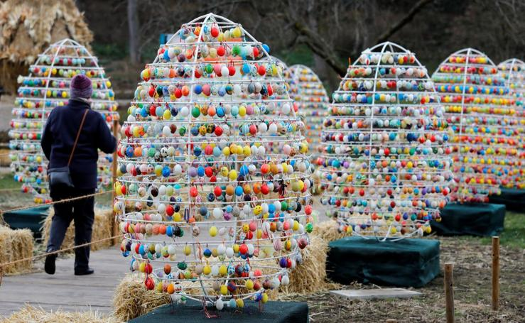 Un paseo entre 10.000 huevos de pascua